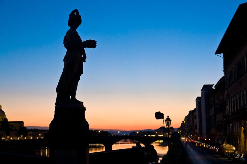Statua della Primavera al tramonto