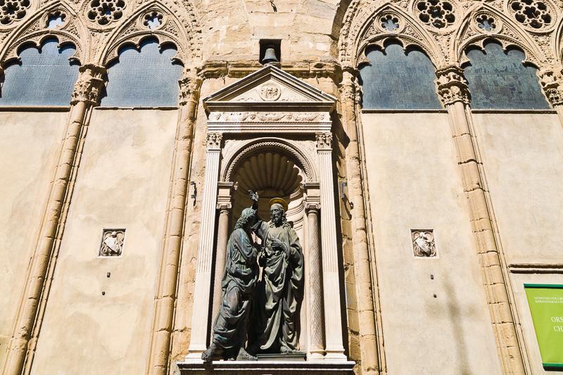 La scultura raffigurante l'incredulità di San Tommaso