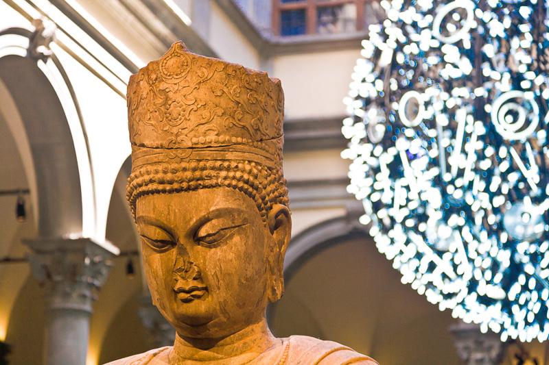 Satua di Maitreya, il Buddha del Futuro