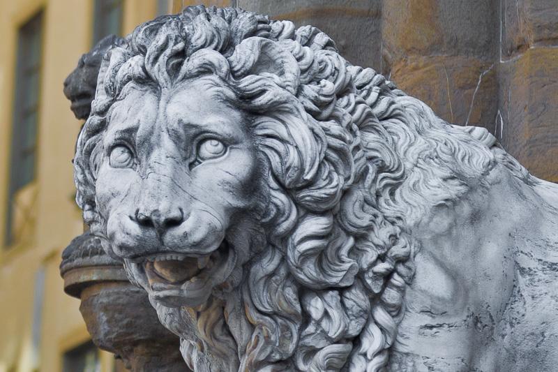 Il leone posto a guardia della Loggia dei Lanzi
