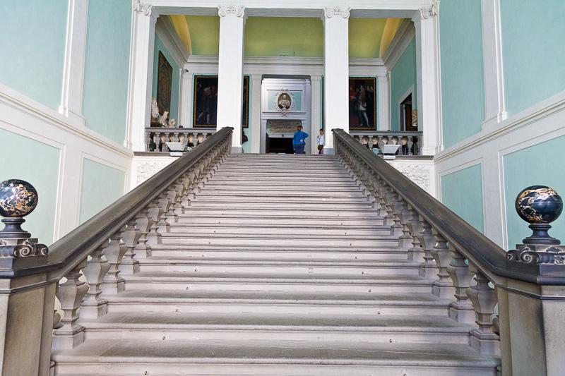 La scalinata della Galleria degli Uffizi