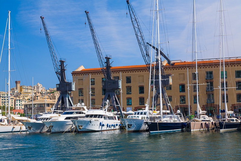 Le gru sul porticciolo Marina Molo Vecchio