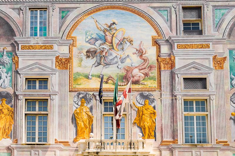 Gli affreschi della facciata di Palazzo San Giorgio