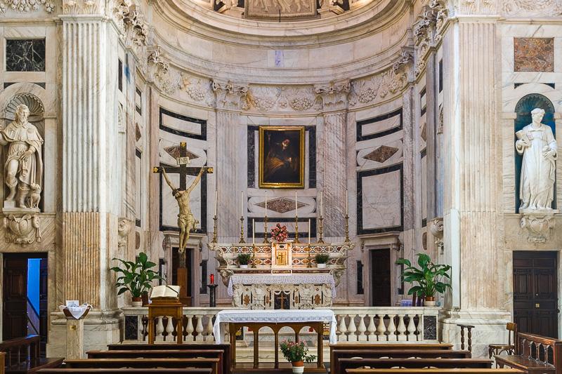 Il presbiterio della chiesa di San Pietro in Banchi