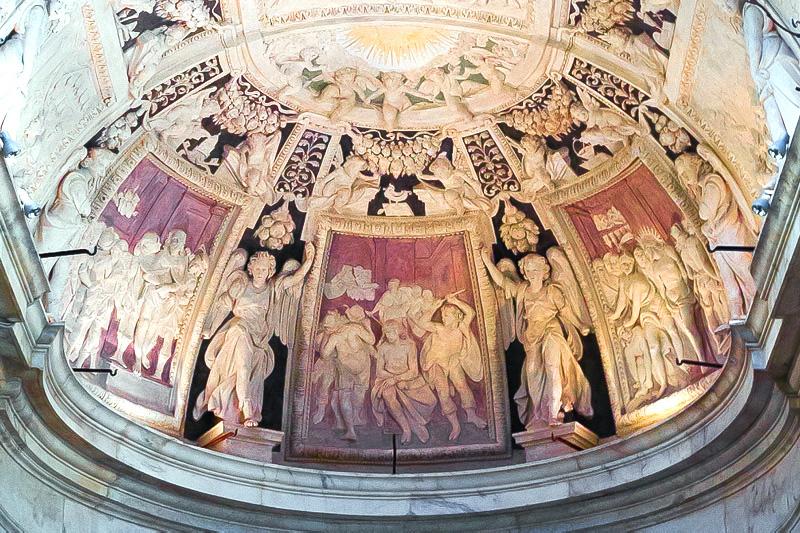 Gli stucchi del catino absidale chiesa di San Pietro in Banchi