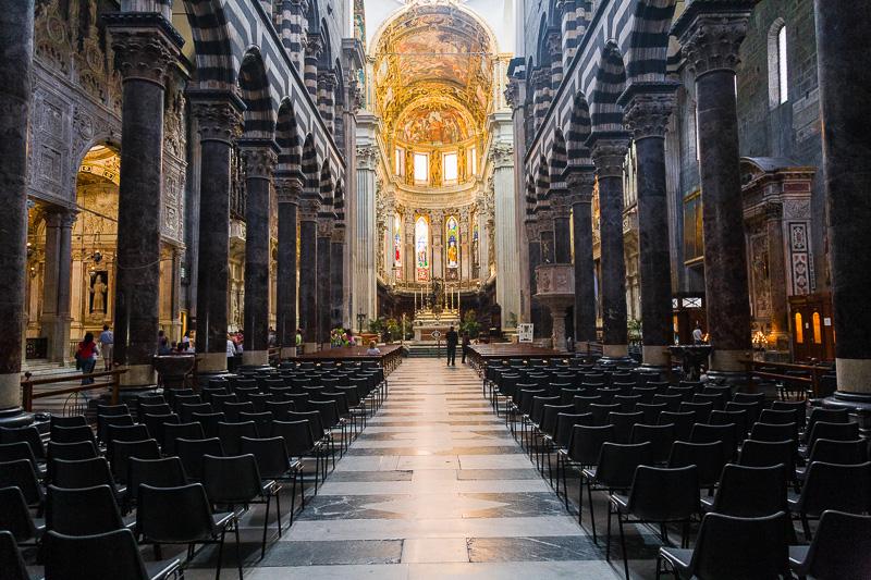 La navata centrale della cattedrale di San Lorenzo