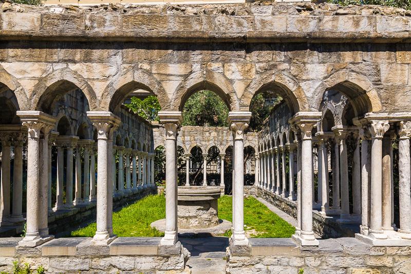 Le collonne del convento di Sant'Andrea