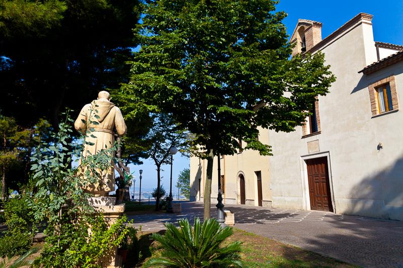 La statua di San Pio