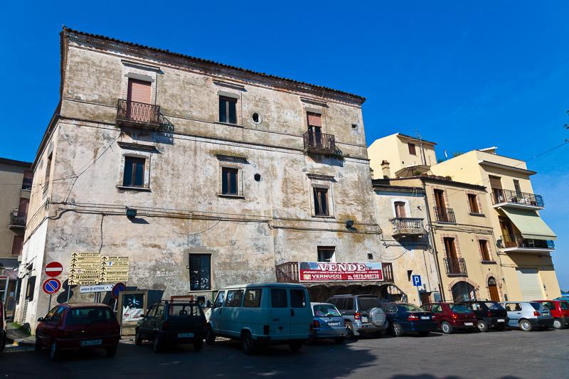 Un vecchio edificio