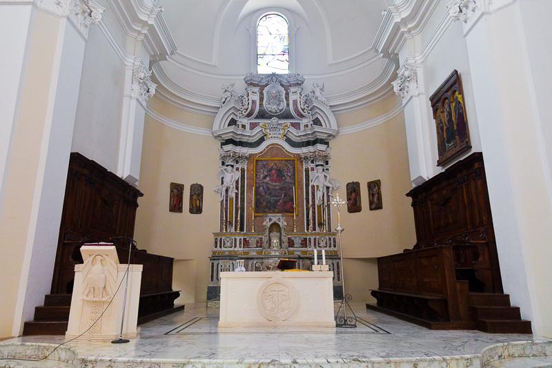 L'altare maggiore della chiesa di Santa Maria Maggiore