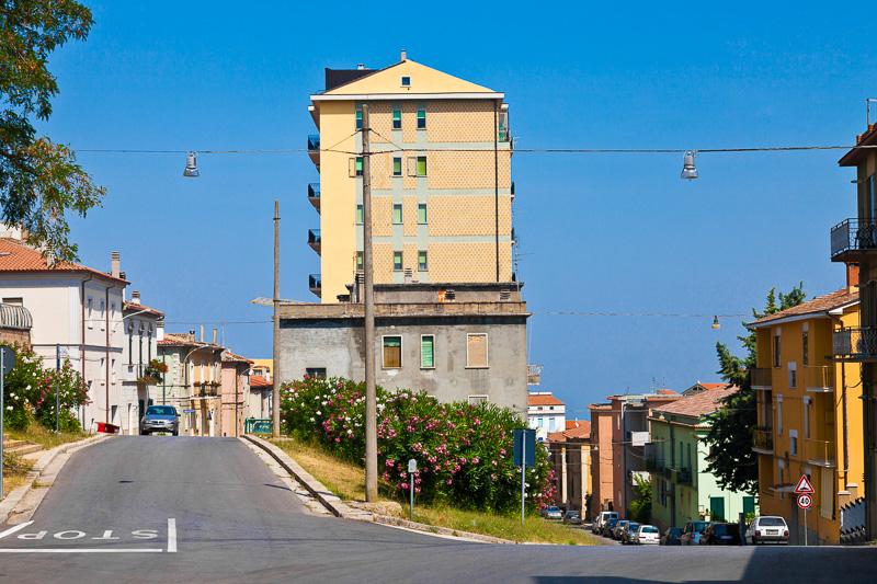 Bivio tra via Trieste e via Capitano Verri