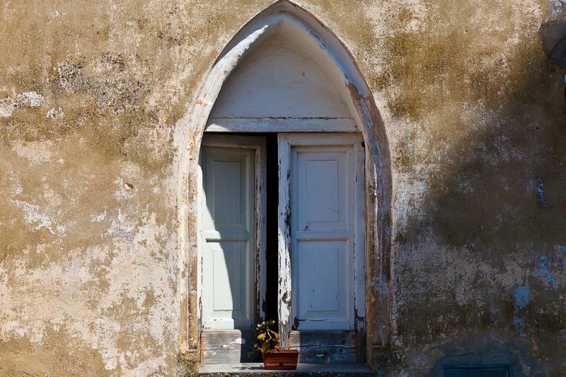 Una finestra a sesto acuto