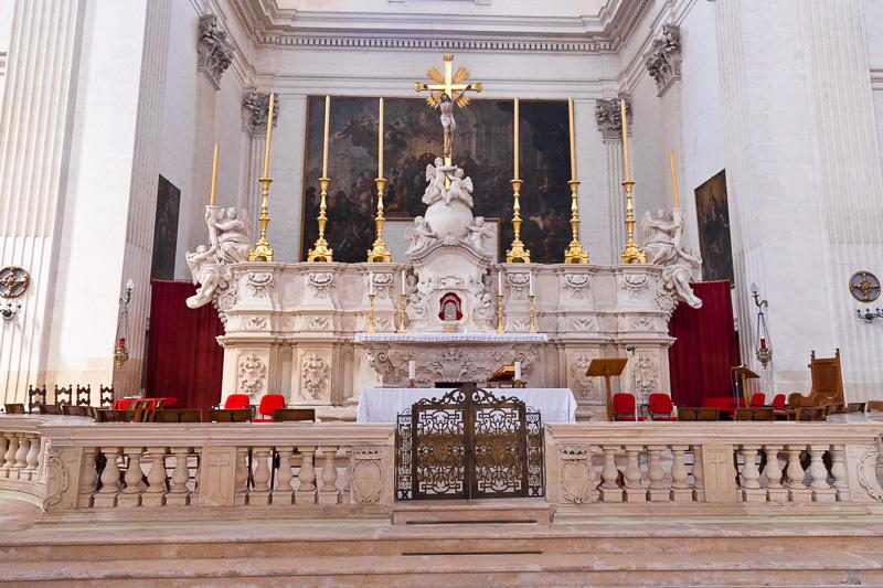 L'altare maggiore della chiesa di Sant'Irene