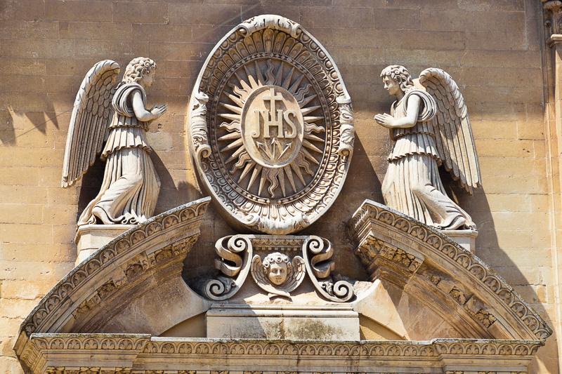 Lo stemma della Compagnia di Gesù