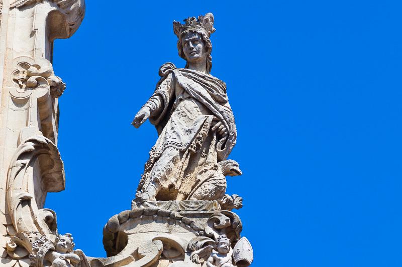 La statua femminile della Fortezza