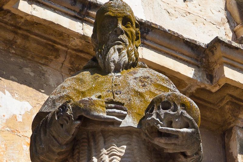 La statua di un Padre della chiesa