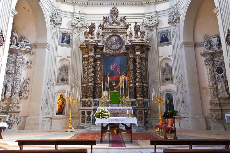 L'altare della Madonna del Rosario