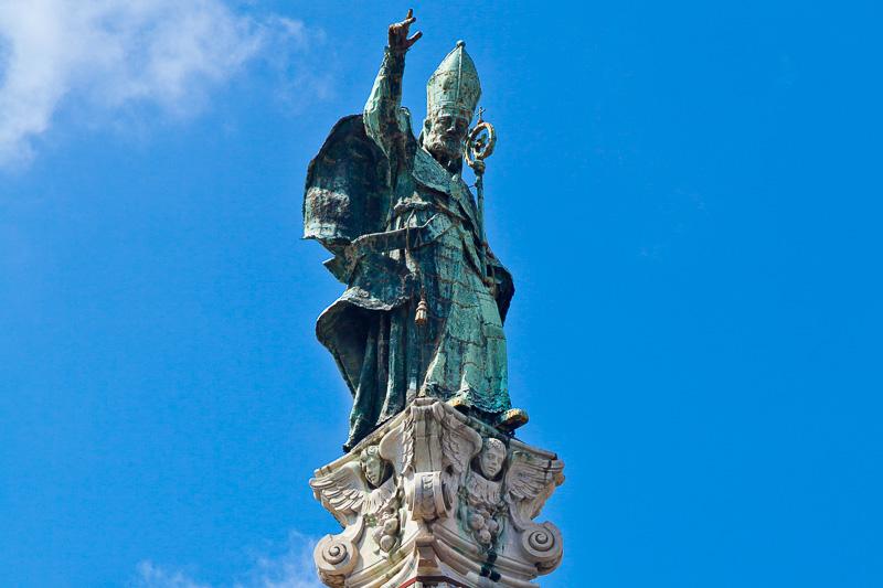 La statua in bronzo di Sant'Oronzo