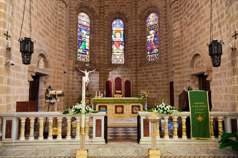 L'altare maggiore della chiesa di Cristo Re