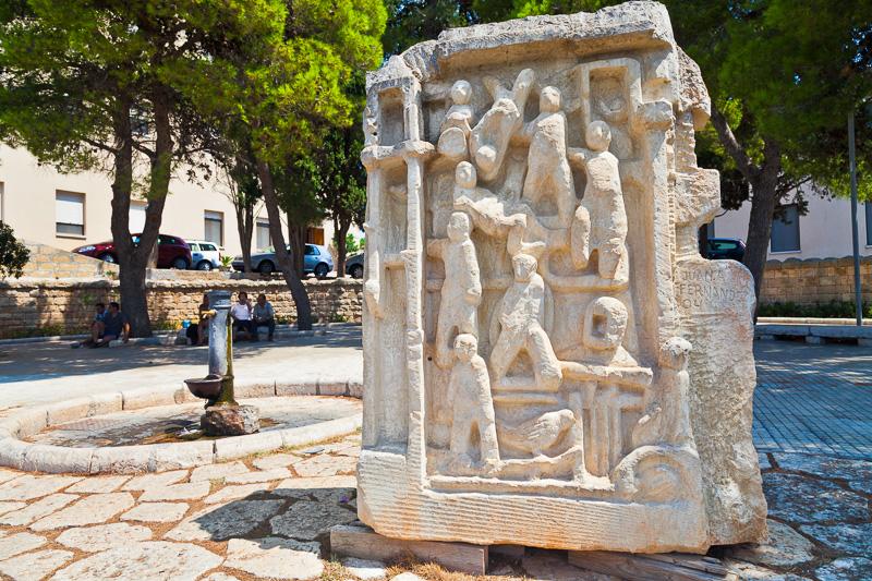 """La scultura """"Segni e Risegni"""""""