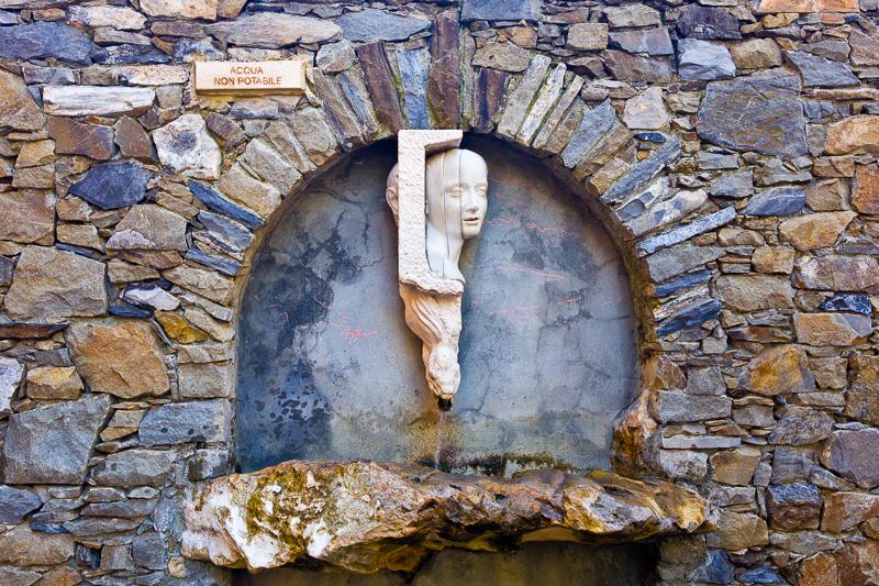 """La fontana """"L'Angelo e la Murena"""""""