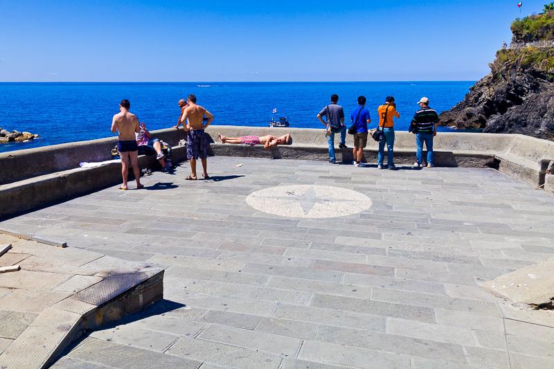 La terrazza che si affaccia sulla marina