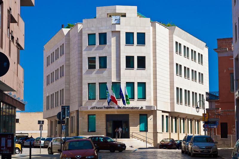 Il palazzo della Banca Popolare del Mezzogiorno