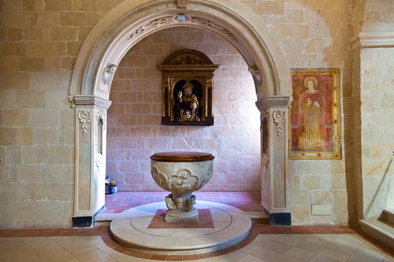 Fonte battesimale nella chiesa di San Pietro Caveoso