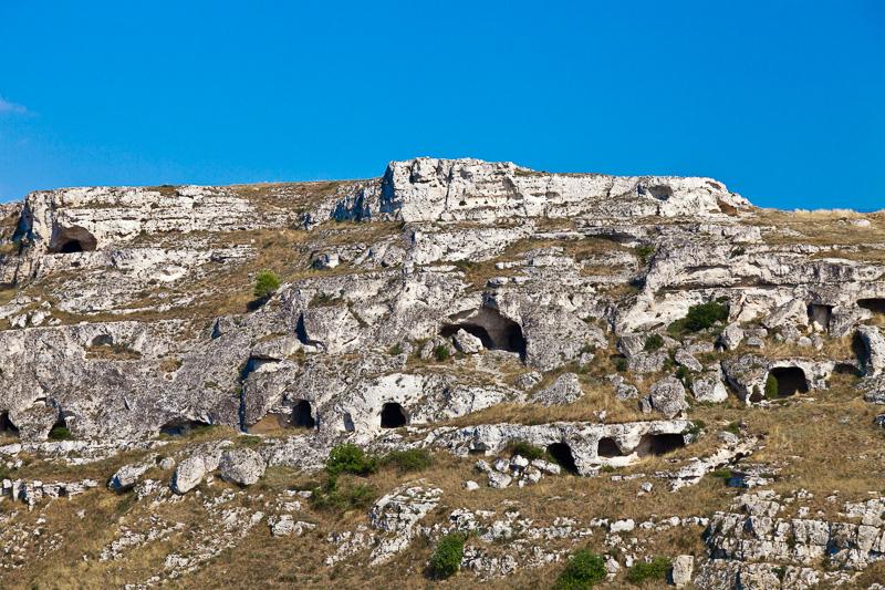 Le antiche grotte sulla Gravina