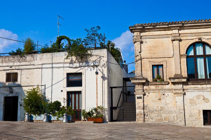 Alla destra il convento di Sant'Agostino