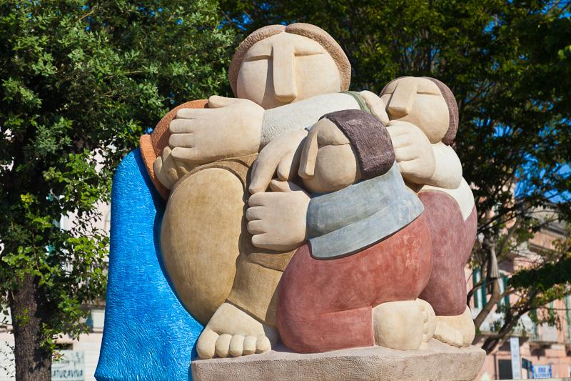 """La scultura hiamata """"La nostra grande madre"""" di Pietro Gurrado"""