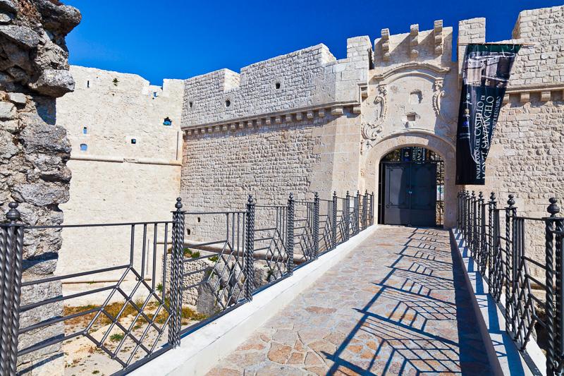 Il ponte del Castello Aragonese