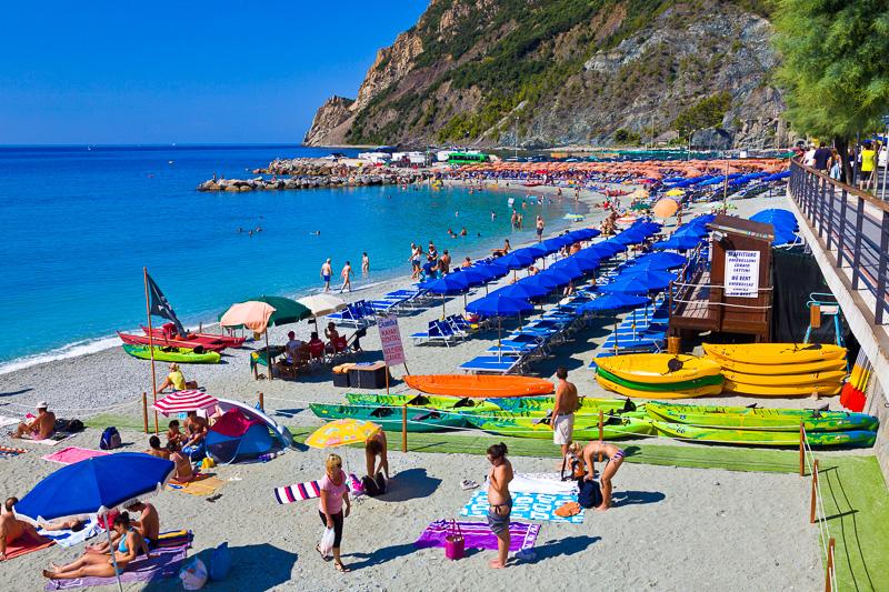 La spiaggia sabbiosa di Fegina