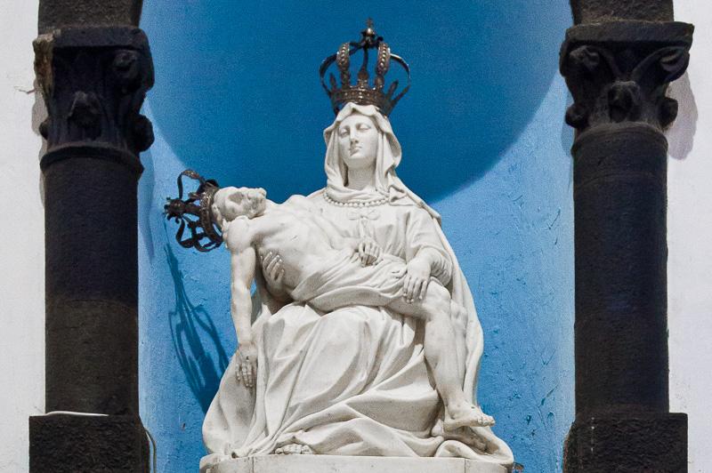 Scultura della deposizione di Gesù tra le braccia di Maria