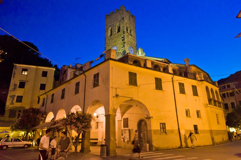 Il porticato della canonica e il campanile della chiesa di San Giovanni Battista