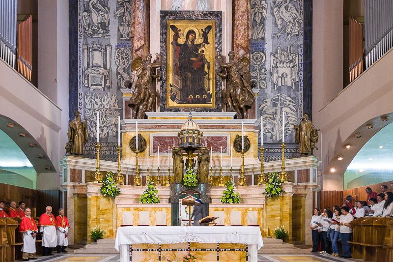 L'altare maggiore della Basilica nuova
