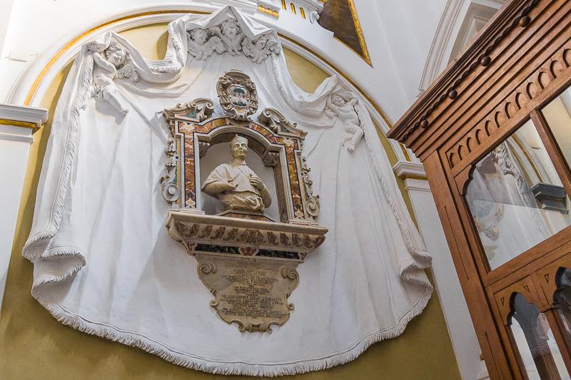 Monumento dedicato al verginiano Paolo Torti