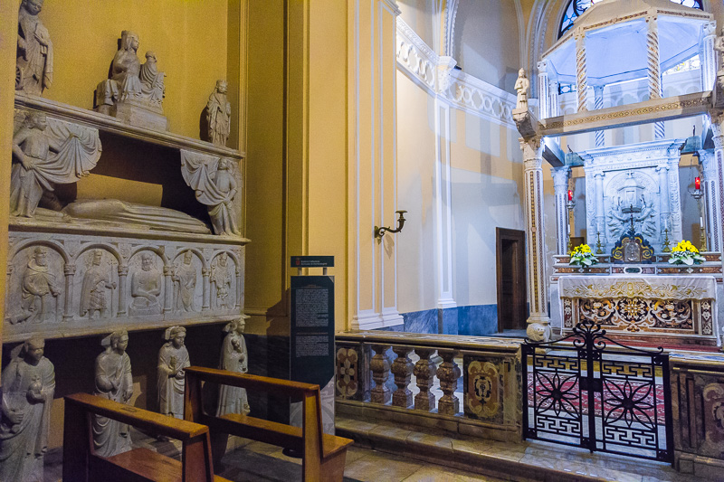 Il sarcofago di Caterina Filangeri e cappella del Santissimo
