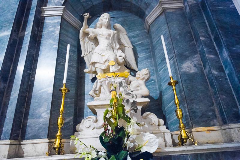 La statua in marmo di San Michele Arcangelo