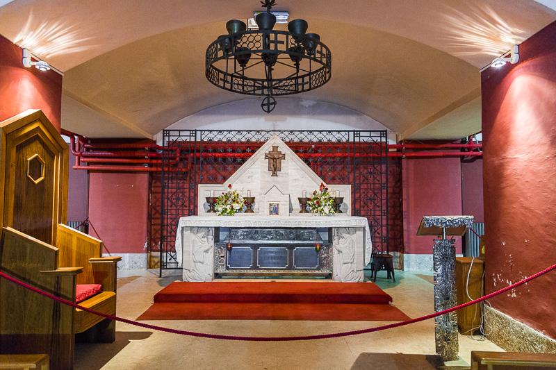 L'altare maggiore della cripta di San Guglielmo