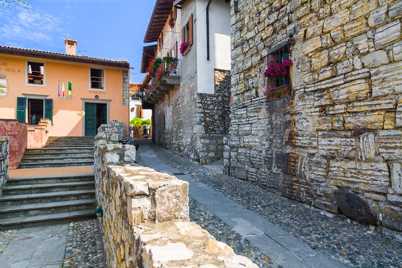 Le mura della torre Martinengo