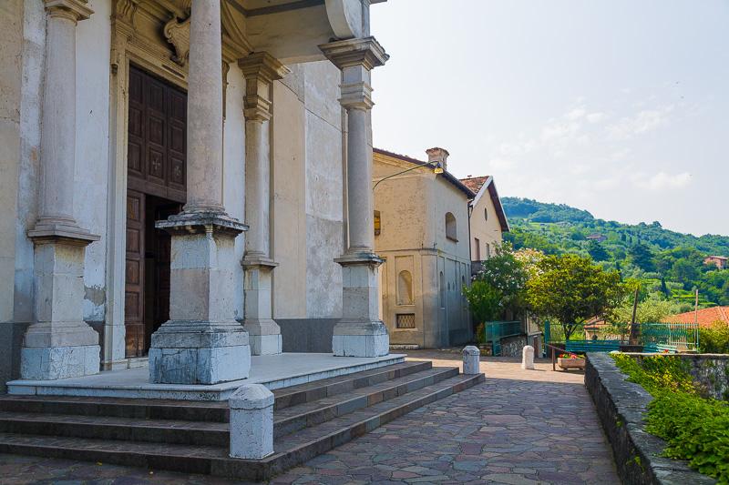 Il pronao della chiesa di San Faustino e Giovita