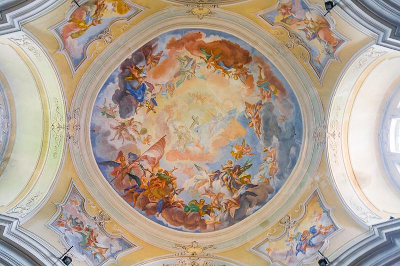 La volta affrescata della parrocchia di San Faustino e Giovita
