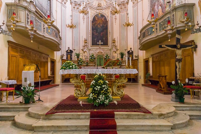 Il presbiterio della chiesa di San Faustino e Giovita