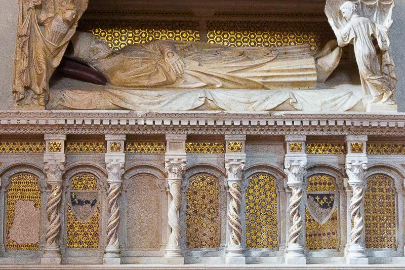 Mausoleo del cardinale De Braye