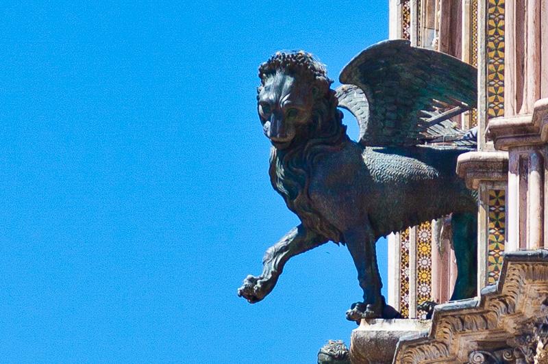 Il leone alato di bronzo
