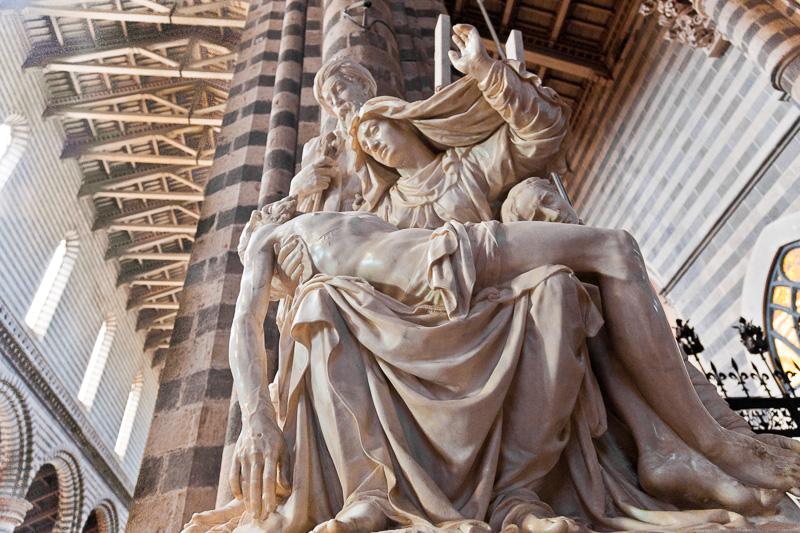 Il gruppo marmoreo della Pietà