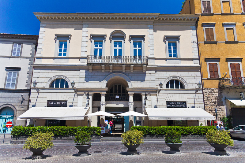 Il palazzo di Virginio Vespignani