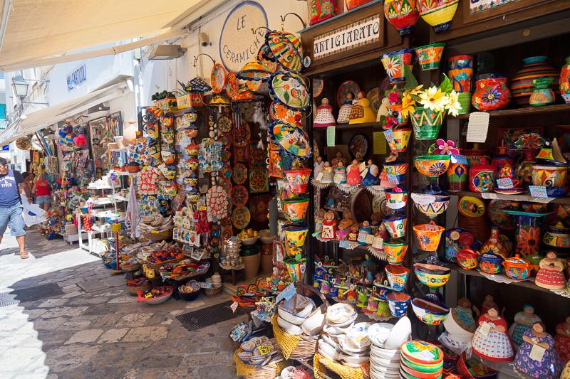Esposizione di prodotti artigianali locali