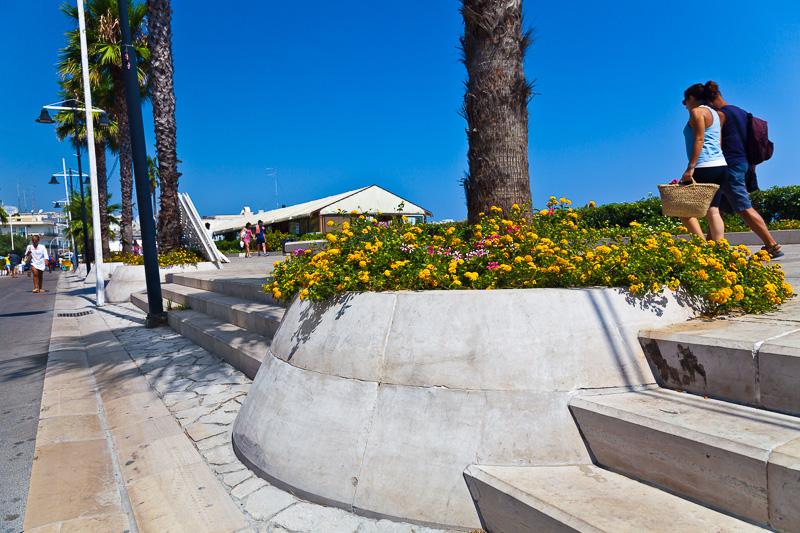 Il marciapiede del lungomare Terra d'Otranto